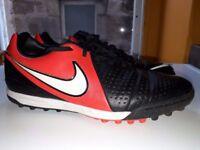 Nike size 7 (EUR 41)