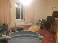 A single furnished room in three rooms house, 10 mins walk to the city-center, Supermarket 2 minwalk