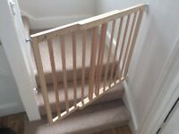 Extendable stair gates/safety gates