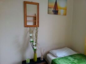 Single room at a clean and bright house, off Mill Rd £380 inclusive