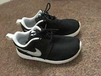 Kids Nike roshe run trainers