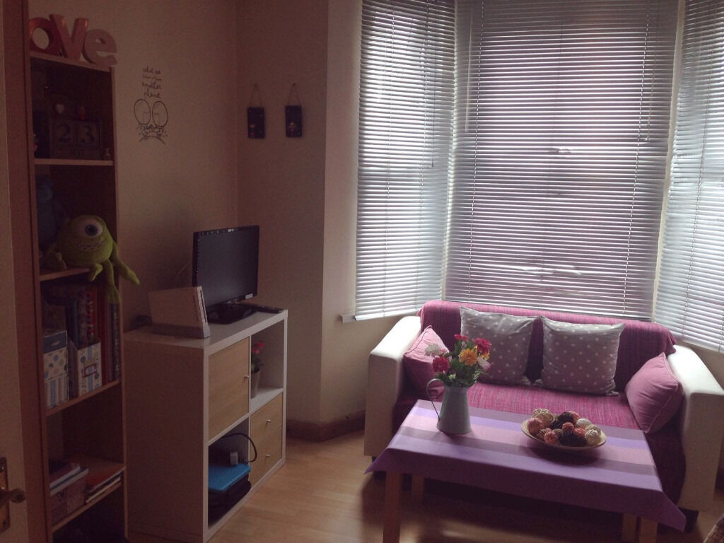 053G-HAMMERSMITH-BRIGHT AND NEW DOUBLE STUDIO FLAT WITH SEPARATE KITCHEN, BILLS INCLUDED - £295 WEEK