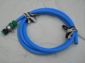BLUE WATER PIPE X 3 MTS + VARIOUS TAP ATTACHMENTS.