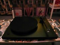 Rega Planer 3 turntable with Glass Plinth