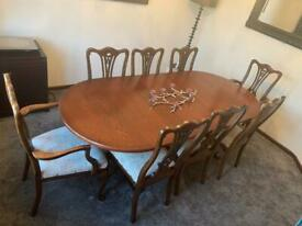 Dinning room table and chairs in oak