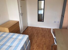 GOOD SIZE DOUBLE ROOM IN ACTON CENTRAL. WEST LONDON. BEAUTIFUL HOUSE. ALL INCLUSIVE.