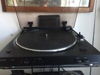 Denon DP-200USB Turntable in new condition. Complete contents of manual, disc & box. £60