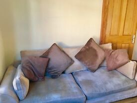 Lovely, 4 seater scatter cushion sofa. Great condition.