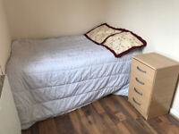 DOUBLE ROOM IN A HOUSE !!!!!!!!!!IDEAL FOR CITY PROFESSIONALS AND STUDENTS SHARERS!