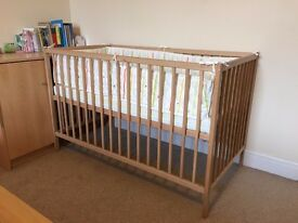 Cot bed with spring mattress & pad bumper in PEFECT condition