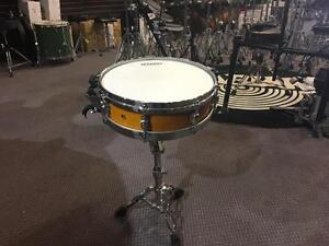 Tama Starclassic snare piccolo 14x3.5 en érable/maple shell amber avec stand - usagée/used