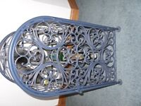 ORNAMENTAL METAL WINE RACK