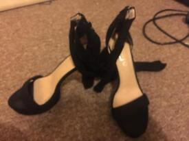 Black high heel shoes size 7