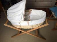 Moses basket, 2 stands and six sheets