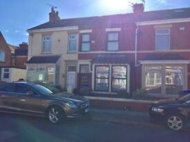 Well maintained 2to3 bed family home / new central heating in good location Near beach zoo and park