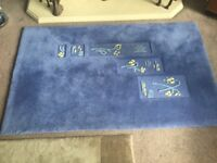 Beige / Blue Rug Excellent condition 66in/168cm x 47in/130cm