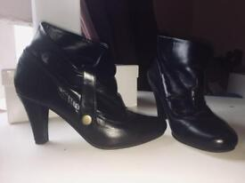 Black high heels low ankle boot - size 5uk