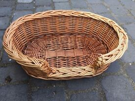 Wicker basket for cat or small dog