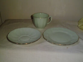 1960'S 30 PIECE FINE BONE CHINA TEASET IN GLADE GREEN