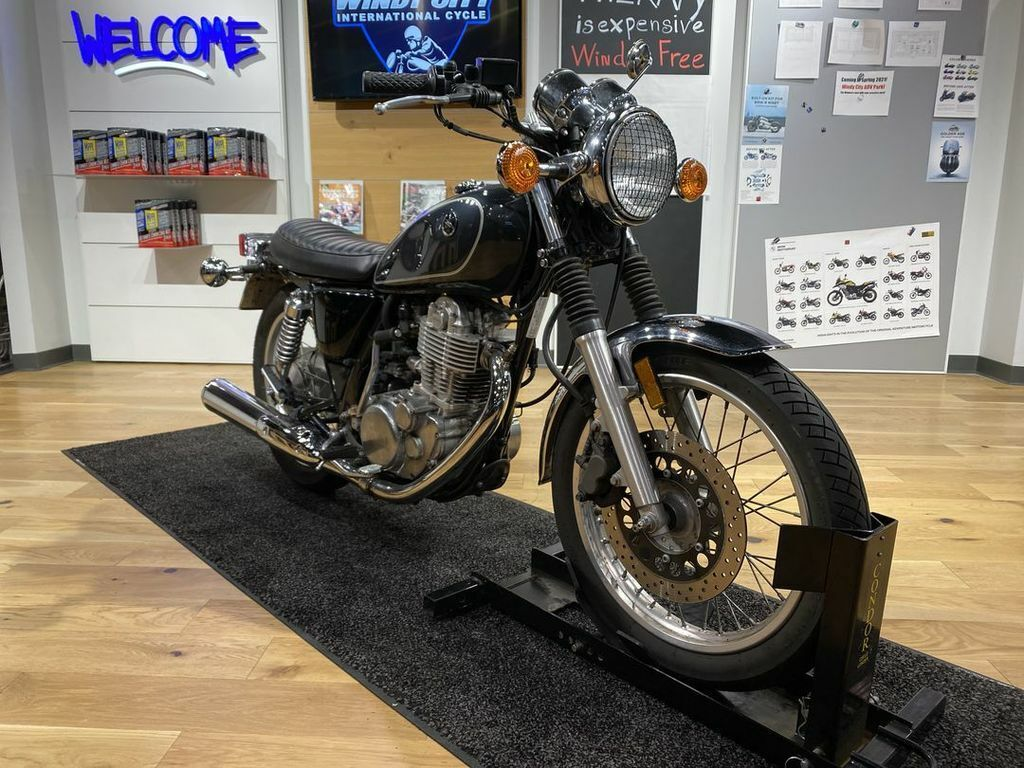 Picture of A 2015 Yamaha SR400