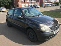 2001 Renault Clio 1.1cc Air Con CD stereo nice cheap reliable car