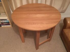 Round fold out table
