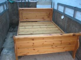 STUNNING MODERN SOLID PINE ORNATE 'SLEIGH' DOUBLE BED.ORNATE HEADBOARD & FOOTBOARD.DISMANTES.DELIVER