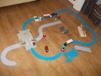 THOMAS TANK ENGINE TRAINS AND TRACK