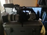Canon XL1 with 16x Zoom lens, 2 battereis, charger and flightcase
