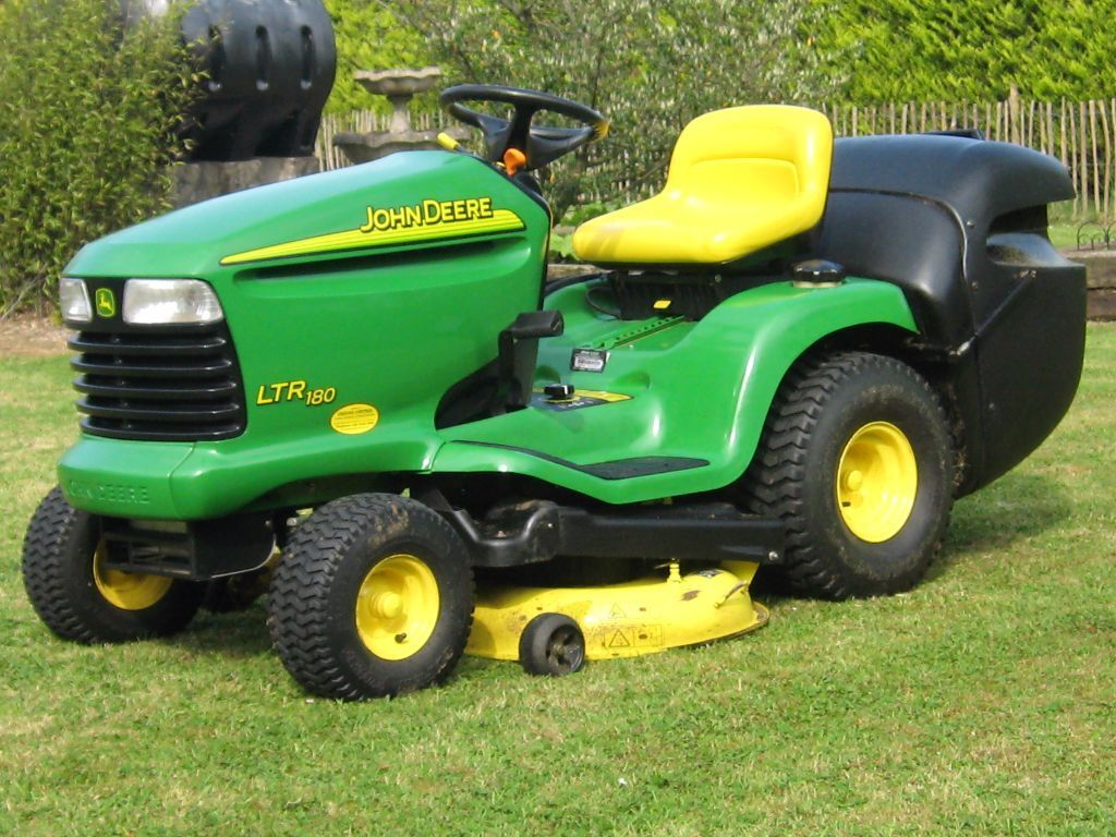 john deere ltr 180 lawn tractor in antrim county antrim gumtree. Black Bedroom Furniture Sets. Home Design Ideas