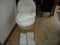 Cream Waffle Moses Basket with Wooden Rocking Stand Mattress & Bedding