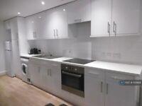 3 bedroom flat in Warwick Road, London, SW5 (3 bed) (#1129926)