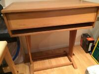 Workstation for DAW, mixing desk or control unit with closing lid in solid oak