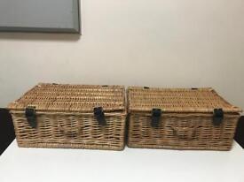 2 picnic hampers