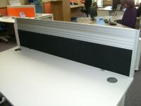 DESK MOUNTED SCREEN 1600MM WIDE IN BLACK FABRIC WITH AN ALUMINIUM FRAME