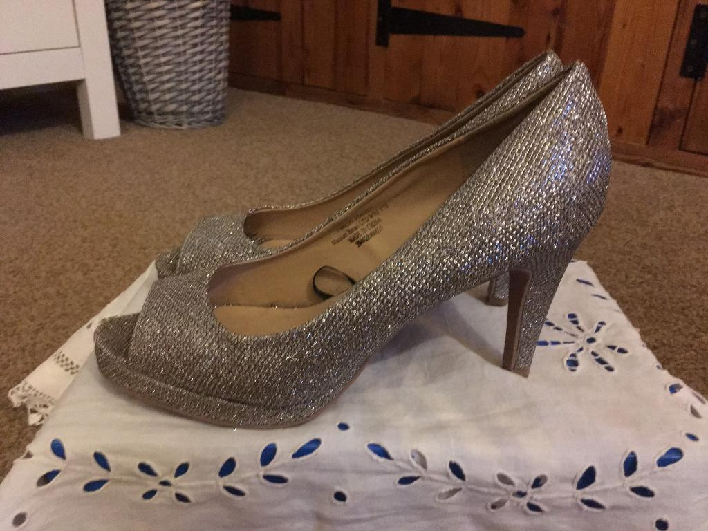 097e0dc27 Ladies silver sparkle high heeled shoes Size 5