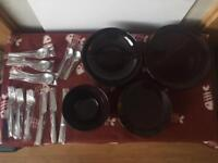 4 piece plate set with cutlery