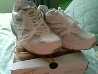 BRAND NEW AVI-MOTION TRAINERS SIZE 7