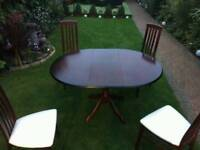 Table with 4 chairs with extendable middle