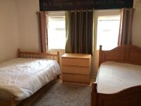 Very large double / twin 2 double beds 5 mins walk to Bethnal green station!!