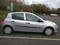 Silver 5 door Renault Clio 1.4 Expression 16V Hatchback (2006) for sale - £2699 ono