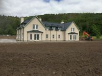 Large 6 bedroom 5 bathroom country house to let.