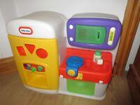 LITTLE TIKES MINI KITCHEN - fully working & loads of fun + pot & phone