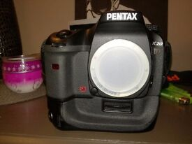 PENTAX K20 D / 14,6 MLN.PXELS / BODY EXELENT CONDITION WITH BATTERY GRIP