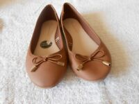 atmosphere ladies shoes, size5. colour tan as per photograph, this is a flat shoe