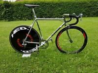Flanders road bike . Carbon wheels . High spec.
