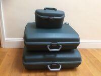 Samsonite Dark Green hard case suitcase set (2 cases plus vanity case)