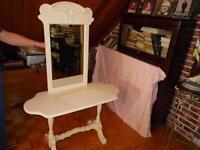 Table ancien et ancien miroir