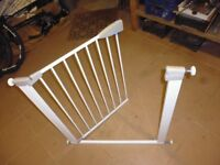 """Lindam child safety gate as new fits max opening 33"""" £18"""