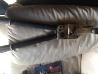 Electrical lug compression tool